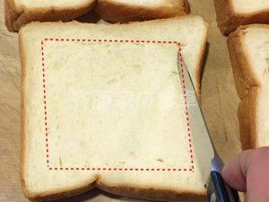 トーストに切り込み